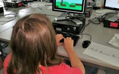 """Spielerisch lernen. Hacker Kurs für """"junge Leute""""…"""